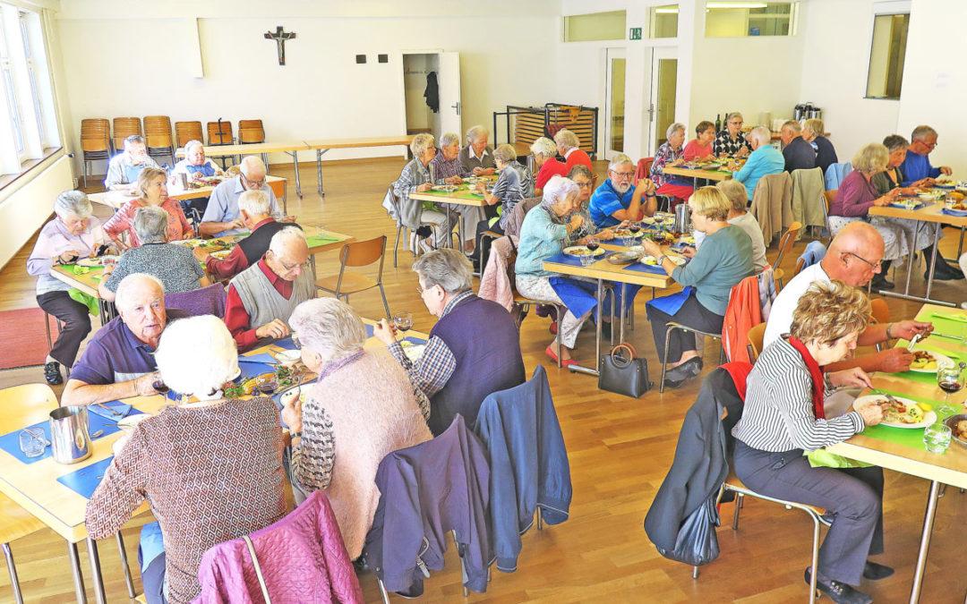 Senioren trafen sich zum Mittagessen