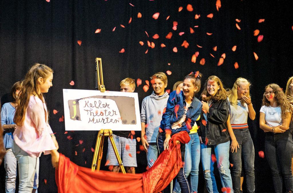 Jugendliche drängen in die Theaterwelt